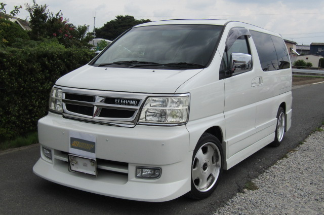 2000 Nissan Elgrand 3.5 Rider E50 8 Seater MPV (E5), Front View, Passengers Side. Japanese imports for sale.