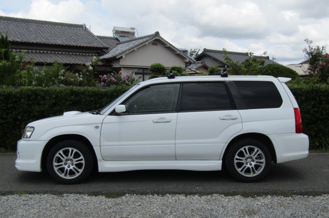 2004 Subaru Forester 2.0 4WD Cross Sports Turbo Sg5 Estate (S12), Side View, Passengers Side. Import Japanese cars uk.