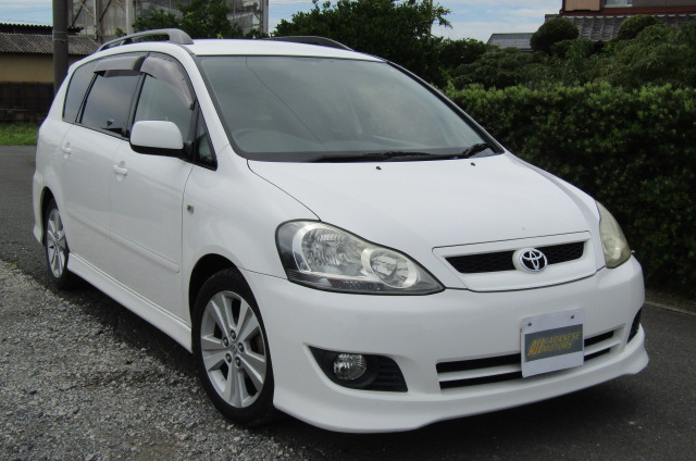 2005 Toyota Ipsum 2.4 Auto 7 Seater MPV (I18), Front View, Drivers Side. Japanese imports.