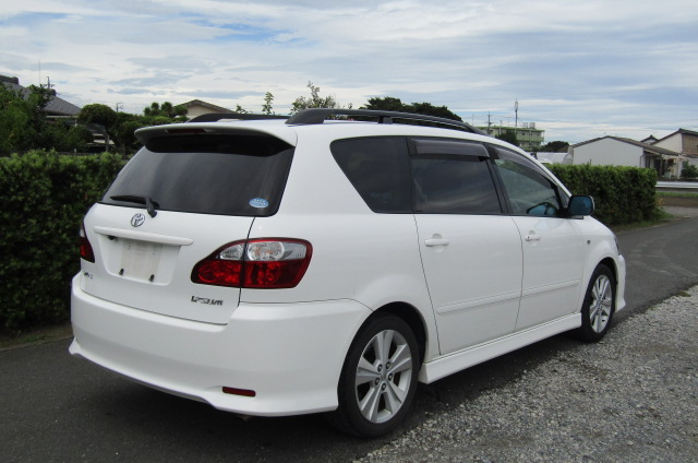 2005 Toyota Ipsum 2.4 Auto 7 Seater MPV (I18), Rear View, Drivers Side. Jap imports UK.