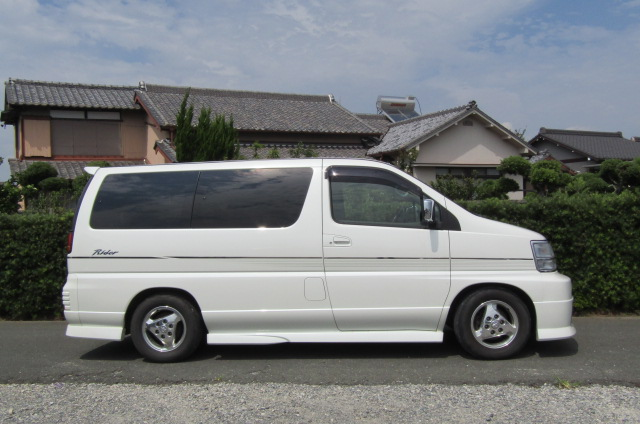 1999 Nissan Elgrand 3.3 Rider Optional 4wd Auto 8 Seater MPV (E67), Side View, Drivers Side. Import Japanese cars uk.
