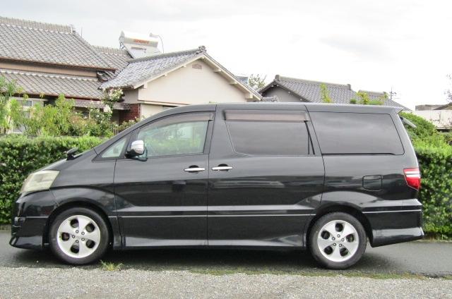 2005 Toyota Alphard 3.0 V6 Facelift Auto 8 Seater MPV (L44), Side View, Passengers Side. Import Japanese cars uk.