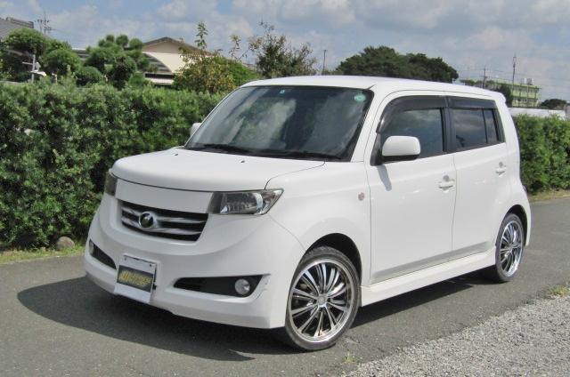 2006 Toyota Bb 1.5 Zq Version 5 Dr Hatchback (B75), Front View, Passengers Side. Japanese imports for sale.