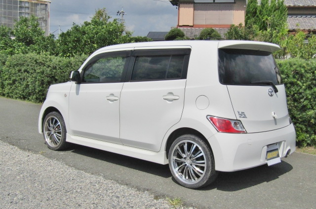 2006 Toyota Bb 1.5 Zq Version 5 Dr Hatchback (B75), Rear View, Passengers Side. Jap imports UK.
