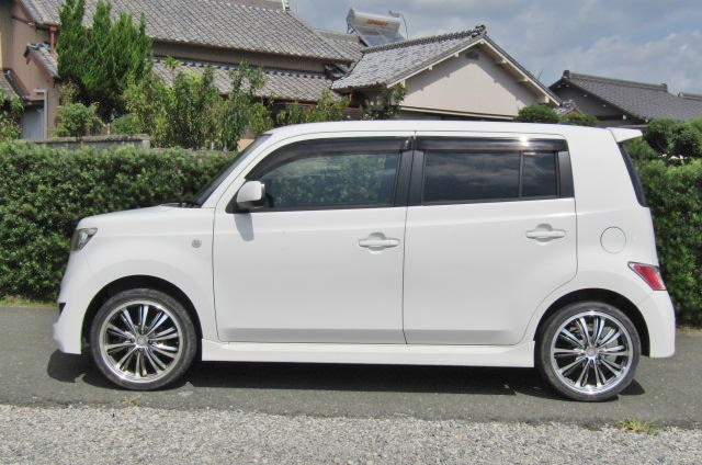 2006 Toyota Bb 1.5 Zq Version 5 Dr Hatchback (B75), Side View, Passengers Side. Import Japanese cars uk.