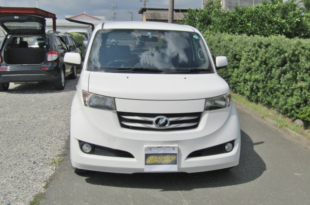 2006 Toyota Bb 1.5 Zq Version 5 Dr Hatchback (B75), Front View. Jap imports.