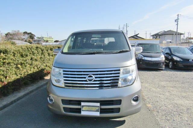 2005 Nissan Elgrand 2.5 Highway Star Auto 8 Seater MPV (E54), Front View.