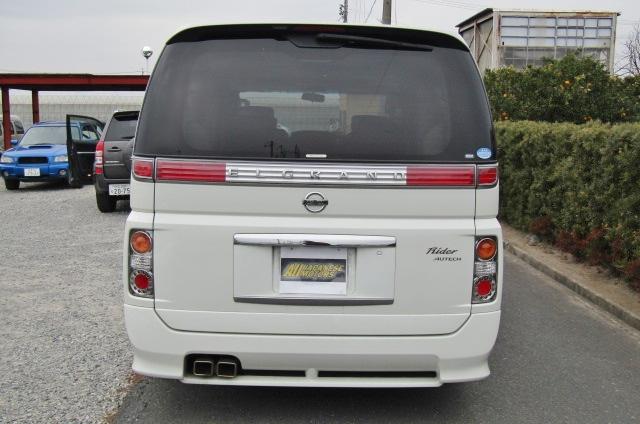 2006 Nissan Elgrand Rider Autech 2.5 Auto 8 Seater MPV (E85), Rear View.