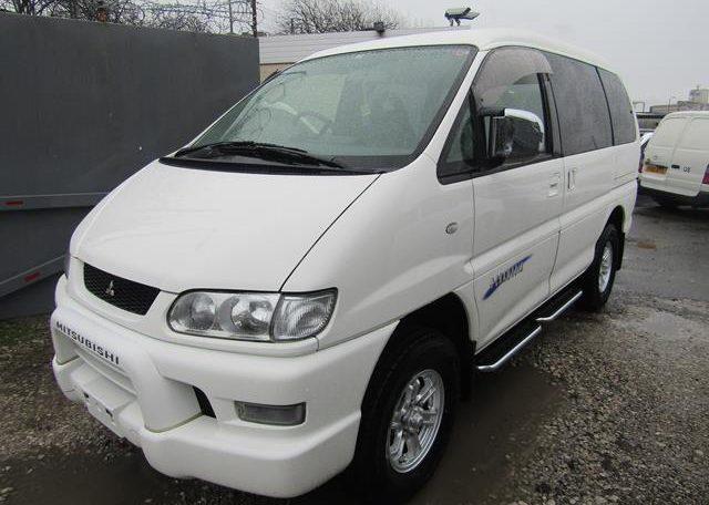 2005 Mitsubishi Delica 3.0 V6 Auto Space Gear 4wd Chamonix 7 Seater Mpv (R70), Front View, Passengers Side