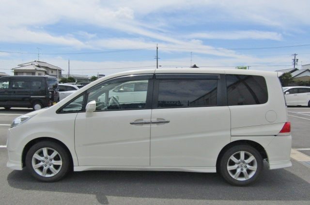 2007 Honda Stepwagon 2.4 Auto 8 Seater 24z Auto 8 Seater MPV (H4), Side View, Passengers Side