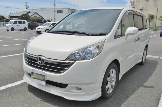 2007 Honda Stepwagon 2.4 Auto 8 Seater 24z Auto 8 Seater MPV (H4), Front View, Passengers Side