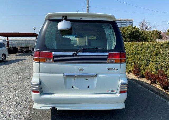 2002 Nissan Elgrand 3.5 Highway Star E50 Auto 4wd 8 Seater MPV (E69), Rear View 2