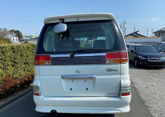 2002 Nissan Elgrand 3.5 V6 E50 Auto Highway Star 8 Seater MPV (E26), Rear View.