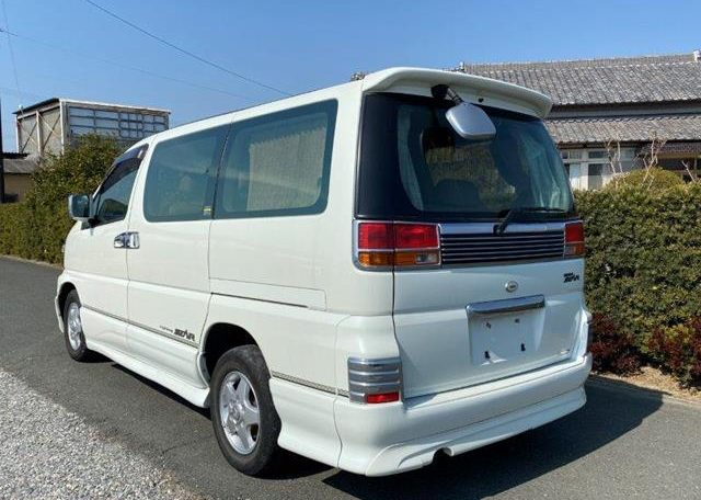 2002 Nissan Elgrand 3.5 V6 E50 Auto Highway Star 8 Seater MPV (E26), Rear View, Passengers Side.