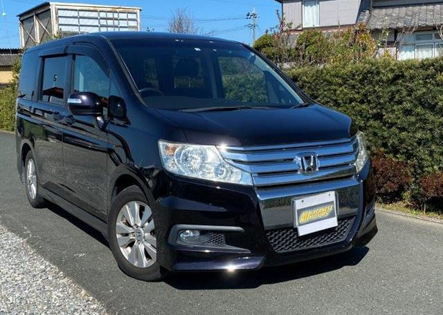 2010 Honda Stepwagon 2.0 Spada Rk5 Auto 8 Seater MPV (H1), Front View, Drivers Side.