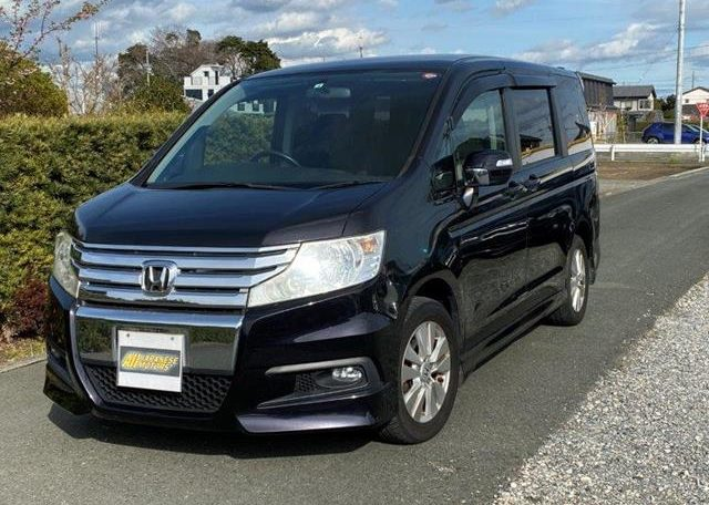 2010 Honda Stepwagon 2.0 Spada S Rk5 4wd Auto 8 Seater MPV (H89), Front View, Passengers Side.