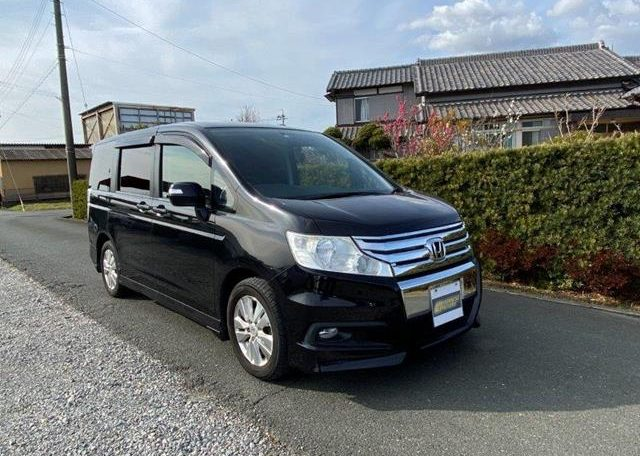 2010 Honda Stepwagon 2.0 Spada S Rk5 4wd Auto 8 Seater MPV (H89), Front View, Drivers Side.