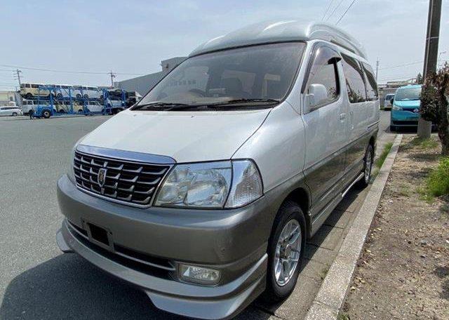 2002 Toyota Grand Hiace 3.4 V6 Ltd Edn Prestige 4WD High Roof Day Van 7 Seater MPV (K63), Front View, Passengers Side